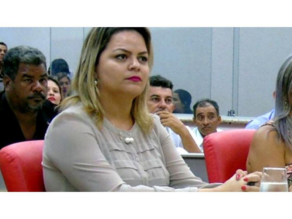FACEBOOK: Justiça condena vereadora Ada Dantas a um mês de prisão