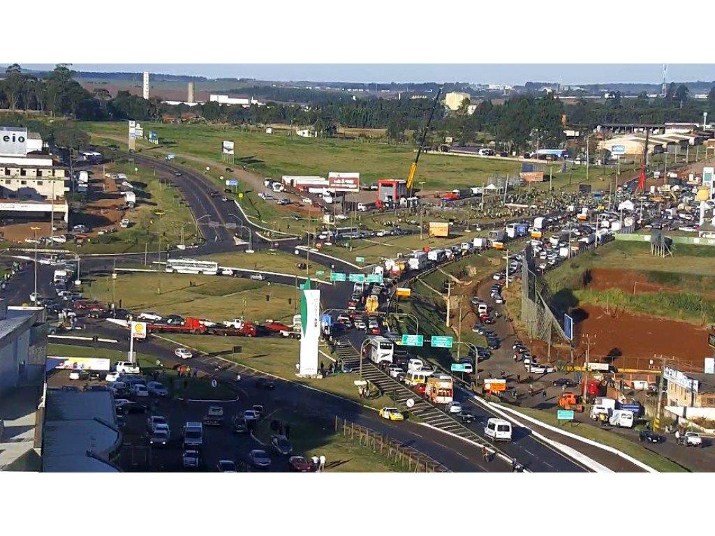 Hoje a população de Cascavel foi às ruas em apoio a greve dos caminhoneiros