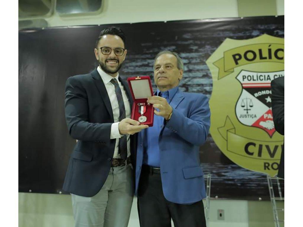 Júnior Gonçalves da casa Civil ganha medalha de honra por serviço prestado em Rondônia!! Será que ele merece !?