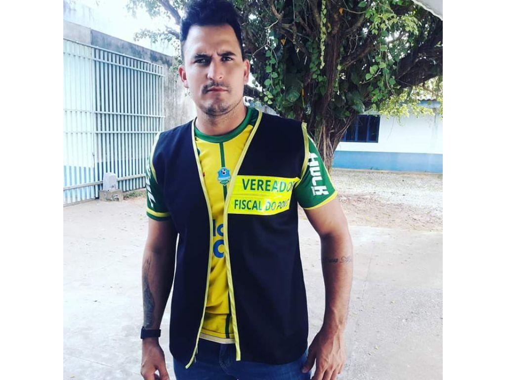O vereador Rafael e o Fera da cidade de Ariquemes Rondônia e impedido de entrar no almoxarifado da secretaria da saúde.