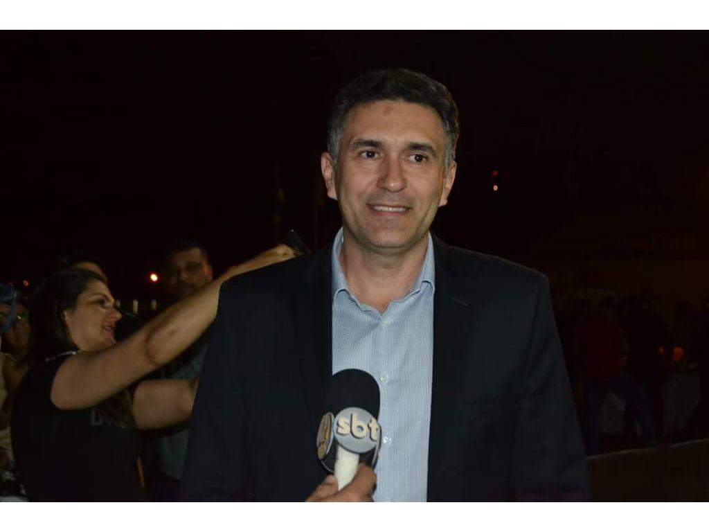 Pimenta Bueno: Prefeito Del. Araújo coordenou a instalações de tendas em frente a caixa econômica Federal