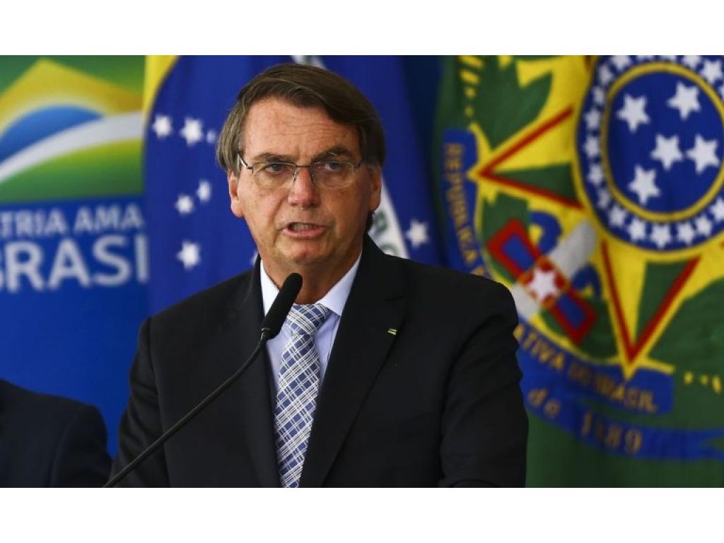 Bolsonaro revela data de pagamento das duas parcelas do 13° salário do INSS